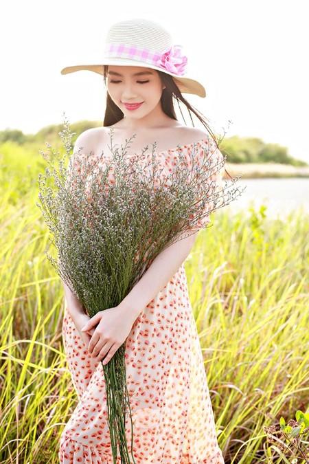 Dương Kim Ánh khoe nhan sắc ngọt ngào trên đồng cỏ ảnh 4