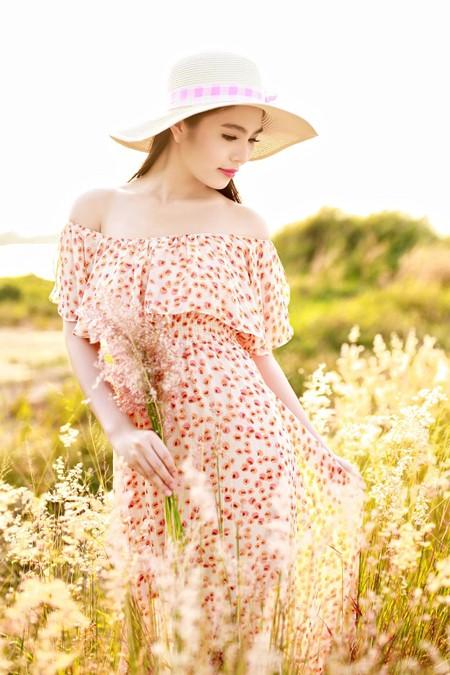 Dương Kim Ánh khoe nhan sắc ngọt ngào trên đồng cỏ ảnh 5