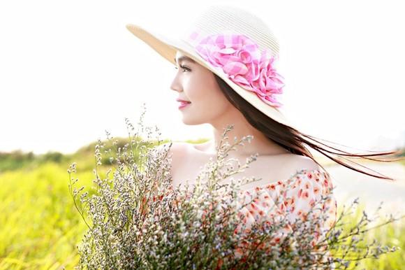 Dương Kim Ánh khoe nhan sắc ngọt ngào trên đồng cỏ ảnh 3