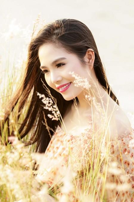 Dương Kim Ánh khoe nhan sắc ngọt ngào trên đồng cỏ ảnh 1