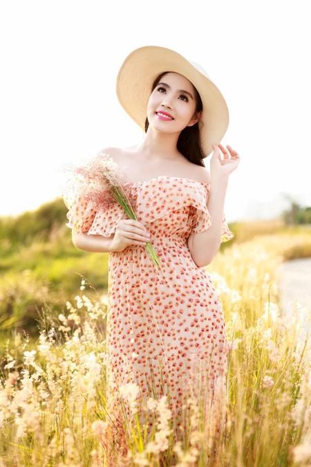 Dương Kim Ánh khoe nhan sắc ngọt ngào trên đồng cỏ ảnh 7