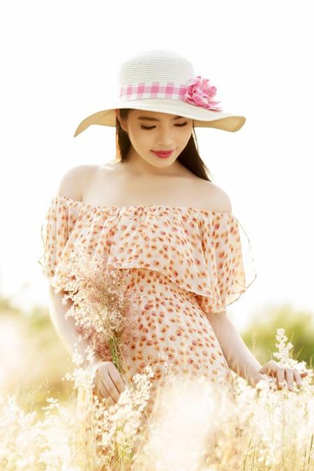 Dương Kim Ánh khoe nhan sắc ngọt ngào trên đồng cỏ ảnh 6