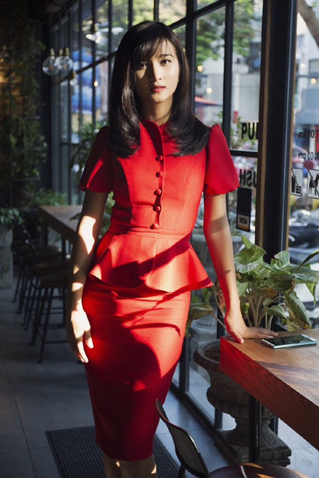 Kim Tuyến khoe sắc nồng nàn với đầm đỏ ảnh 6