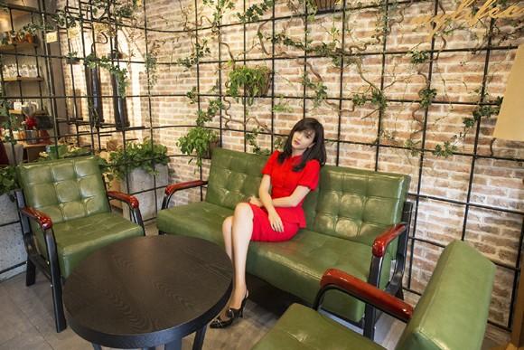 Kim Tuyến khoe sắc nồng nàn với đầm đỏ ảnh 7