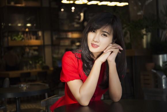 Kim Tuyến khoe sắc nồng nàn với đầm đỏ ảnh 5