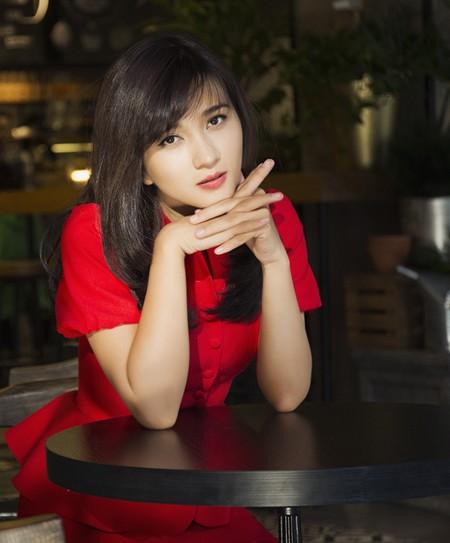 Kim Tuyến khoe sắc nồng nàn với đầm đỏ ảnh 4