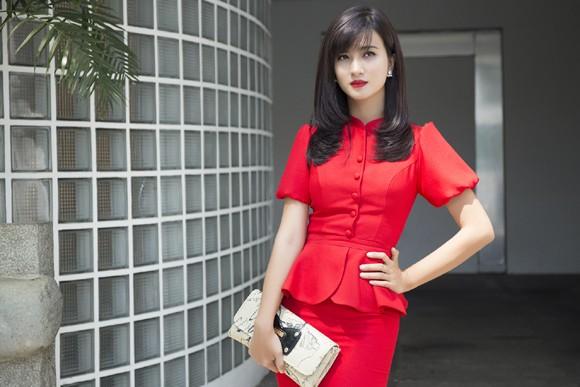 Kim Tuyến khoe sắc nồng nàn với đầm đỏ ảnh 2