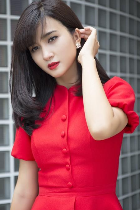 Kim Tuyến khoe sắc nồng nàn với đầm đỏ ảnh 3