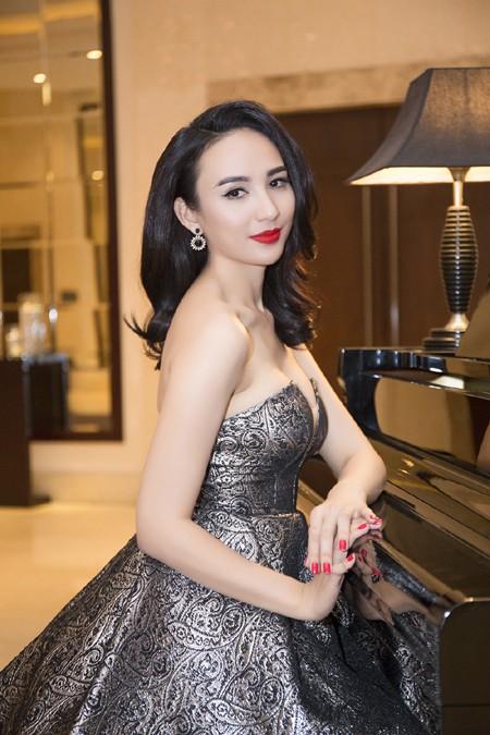 Hoa hậu Ngọc Diễm diện váy sành điệu khoe vòng 1 gợi cảm ảnh 3