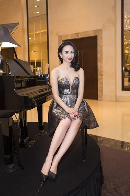 Hoa hậu Ngọc Diễm diện váy sành điệu khoe vòng 1 gợi cảm ảnh 2