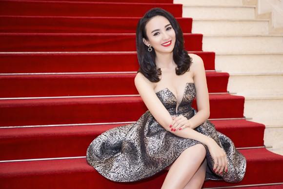 Hoa hậu Ngọc Diễm diện váy sành điệu khoe vòng 1 gợi cảm ảnh 7