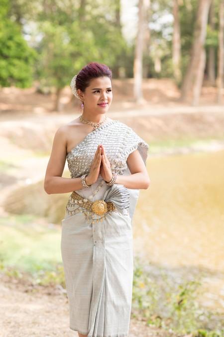 Á hậu Sơn Thị Du Ra lộng lẫy với trang phục cưới truyền thống Khmer ảnh 7