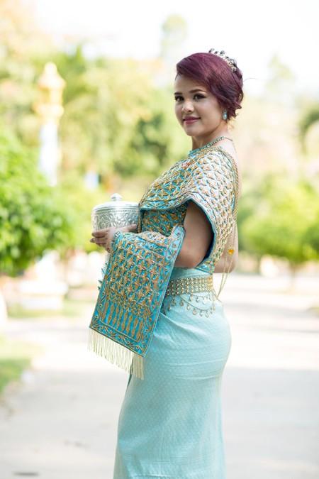 Á hậu Sơn Thị Du Ra lộng lẫy với trang phục cưới truyền thống Khmer ảnh 3