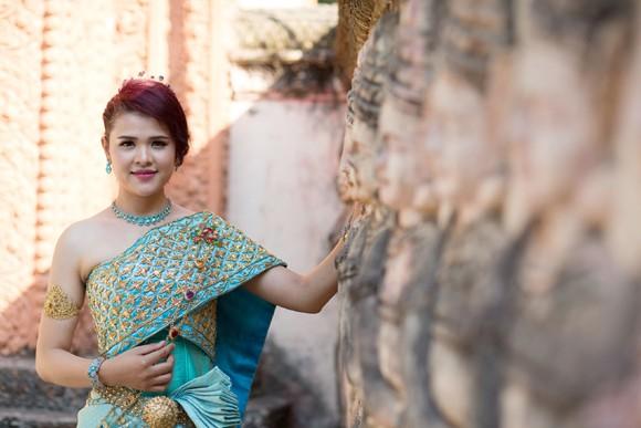 Á hậu Sơn Thị Du Ra lộng lẫy với trang phục cưới truyền thống Khmer ảnh 2
