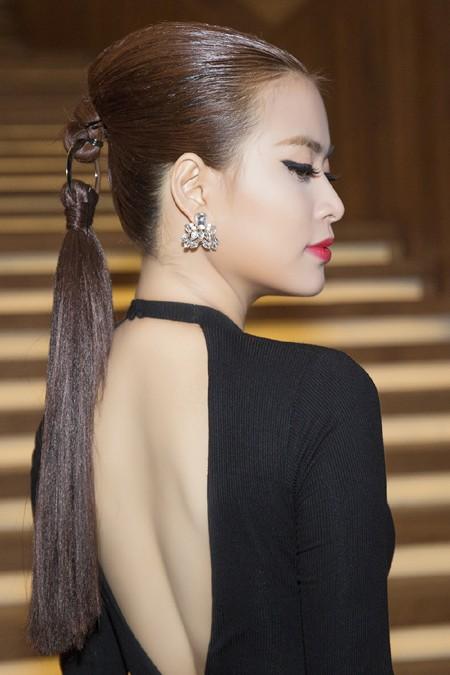"""Hoàng Thuỳ Linh khoe vẻ """"đẹp từng centimet"""" tại sự kiện ảnh 1"""
