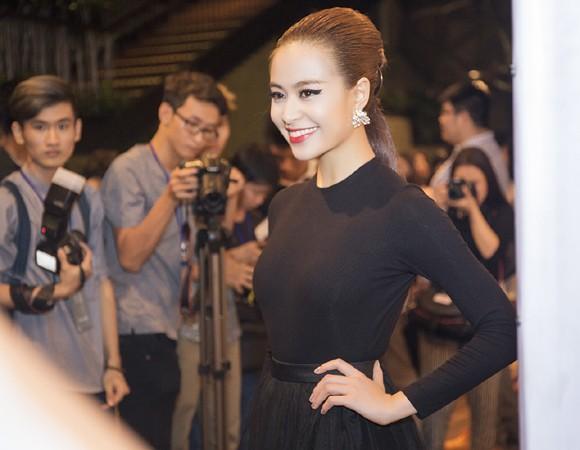 """Hoàng Thuỳ Linh khoe vẻ """"đẹp từng centimet"""" tại sự kiện ảnh 4"""