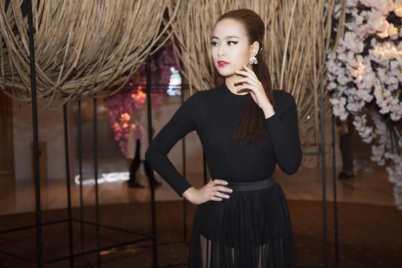 """Hoàng Thuỳ Linh khoe vẻ """"đẹp từng centimet"""" tại sự kiện ảnh 2"""