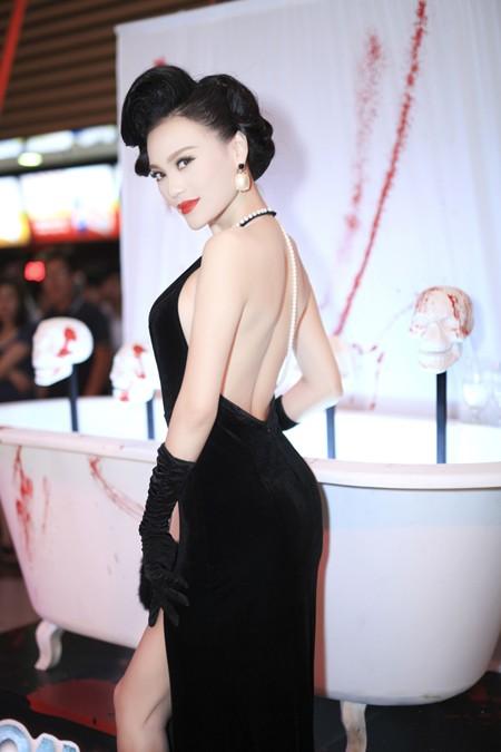 Cao Thùy Linh diện váy sexy khoe ngực đầy quyến rũ ảnh 6