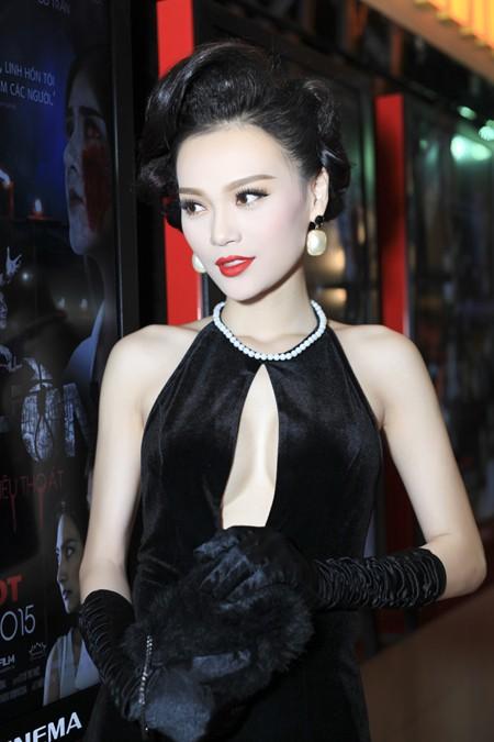Cao Thùy Linh diện váy sexy khoe ngực đầy quyến rũ ảnh 5