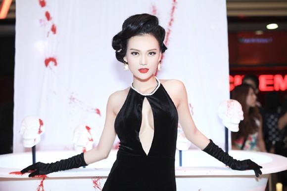 Cao Thùy Linh diện váy sexy khoe ngực đầy quyến rũ ảnh 7