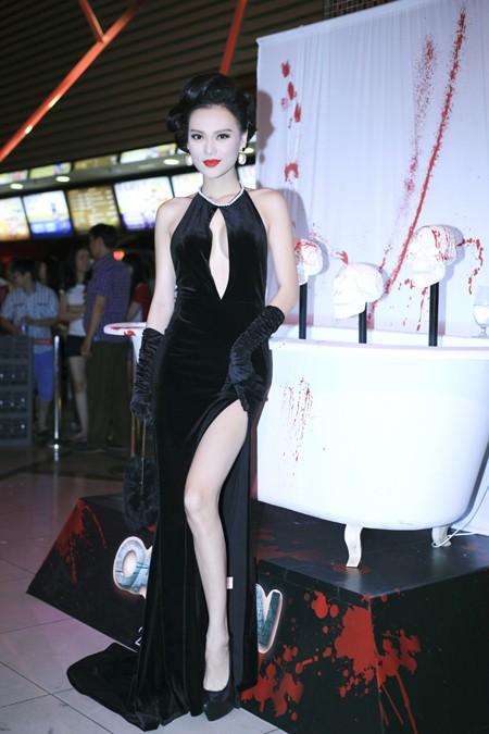 Cao Thùy Linh diện váy sexy khoe ngực đầy quyến rũ ảnh 2