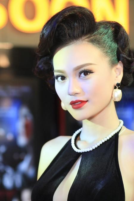 Cao Thùy Linh diện váy sexy khoe ngực đầy quyến rũ ảnh 8