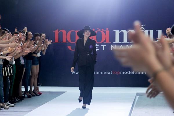 """Thanh Hằng diện nguyên """"cây"""" hàng hiệu chấm thi Next Top Model tại Hà Nội ảnh 1"""