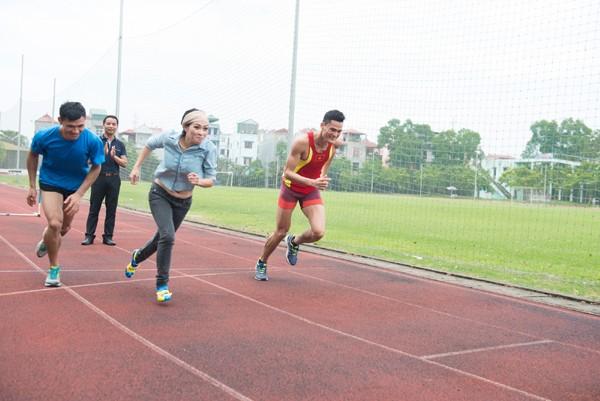 Ca sĩ Phương Thanh thi chạy và bắn súng với các vận động viên SEA Games ảnh 2