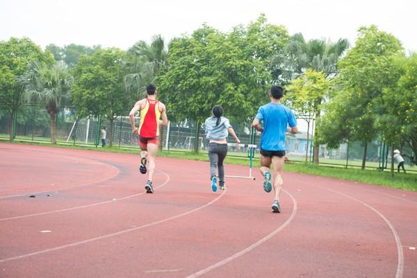Ca sĩ Phương Thanh thi chạy và bắn súng với các vận động viên SEA Games ảnh 3