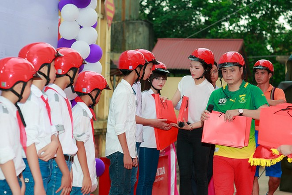 Hoa hậu Kỳ Duyên diễn hài cùng Xuân Bắc, Tự Long ảnh 1