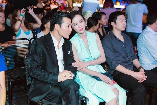 """Trần Bảo Sơn-Vũ Ngọc Anh """"dính như sam"""" đi xem Idol ảnh 4"""