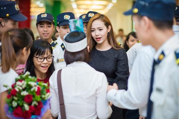 Minh Hằng suýt bật khóc khi được fan Thủ đô tổ chức sinh nhật ảnh 4