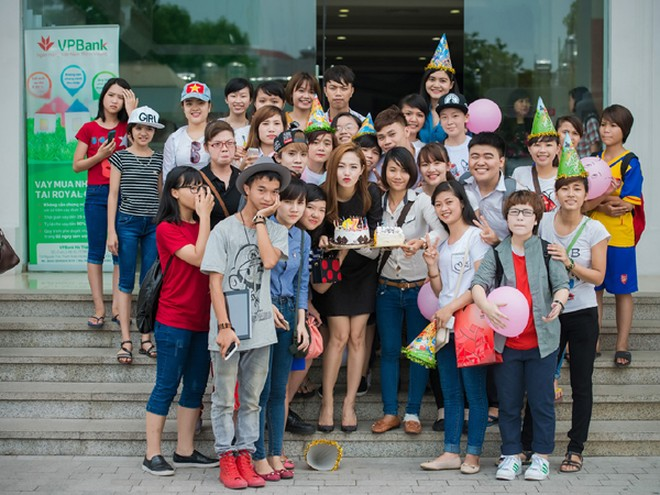 Minh Hằng suýt bật khóc khi được fan Thủ đô tổ chức sinh nhật ảnh 7