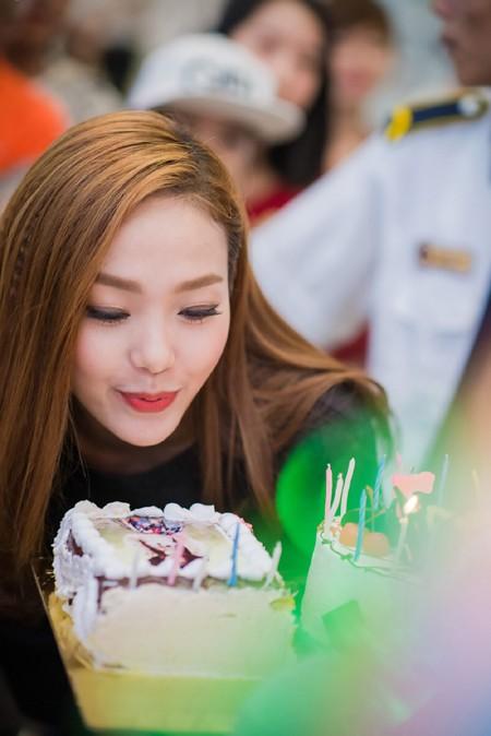 Minh Hằng suýt bật khóc khi được fan Thủ đô tổ chức sinh nhật ảnh 6