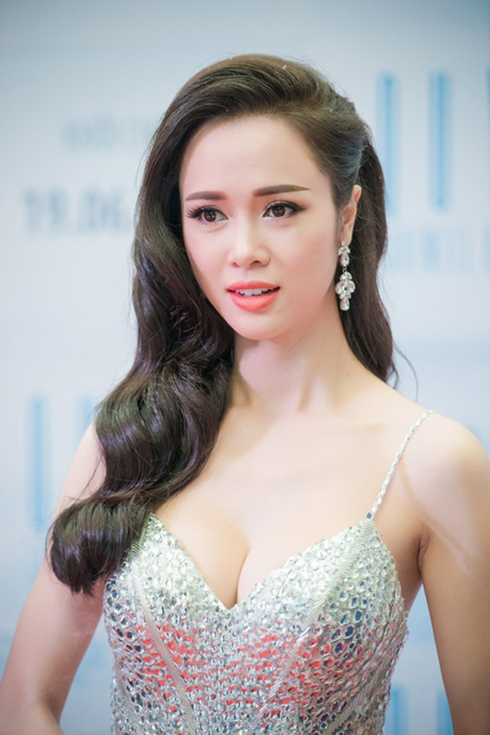 Vũ Ngọc Anh căng tràn sức sống bên Trần Bảo Sơn ảnh 6