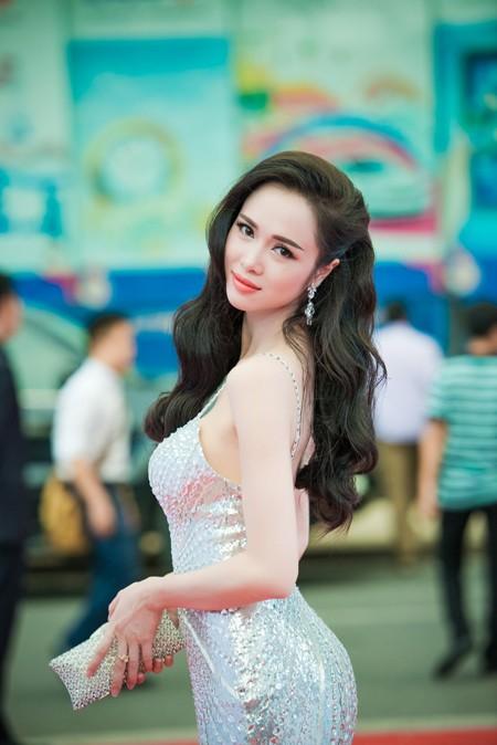 Vũ Ngọc Anh căng tràn sức sống bên Trần Bảo Sơn ảnh 5