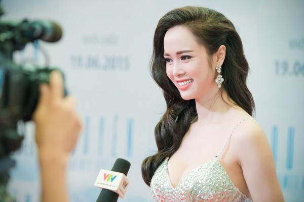 Vũ Ngọc Anh căng tràn sức sống bên Trần Bảo Sơn ảnh 7