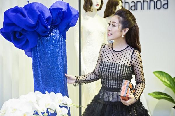 MC Kim Trang rạng ngời cùng bầu Hoà dự tiệc thời trang ảnh 4
