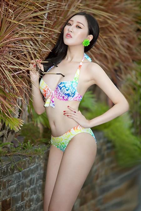 """Hoa hậu Huỳnh Thuý Anh diện bikini khoe thân hình gợi cảm trước khi ngồi """"ghế nóng"""" ảnh 4"""
