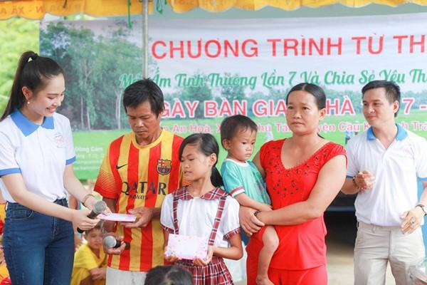 Nữ hoàng Du lịch Dương Kim Ánh giản dị đi từ thiện ảnh 5