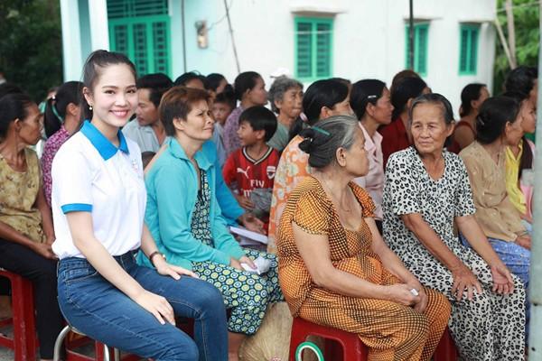 Nữ hoàng Du lịch Dương Kim Ánh giản dị đi từ thiện ảnh 3