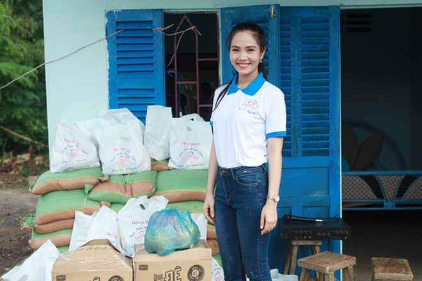 Nữ hoàng Du lịch Dương Kim Ánh giản dị đi từ thiện ảnh 2