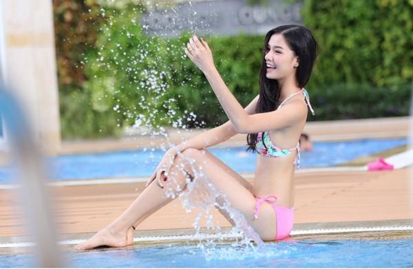 Kỳ Hân diện bikini, khoe dáng gợi cảm bên hồ bơi ảnh 5