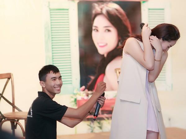 Hoa hậu Kỳ Duyên ngại ngùng trước màn tỏ tình của fan ảnh 5
