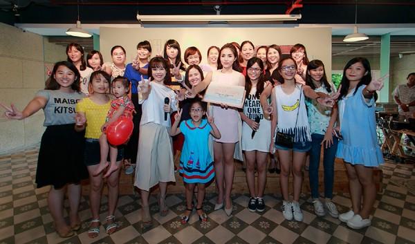 Hoa hậu Kỳ Duyên ngại ngùng trước màn tỏ tình của fan ảnh 8