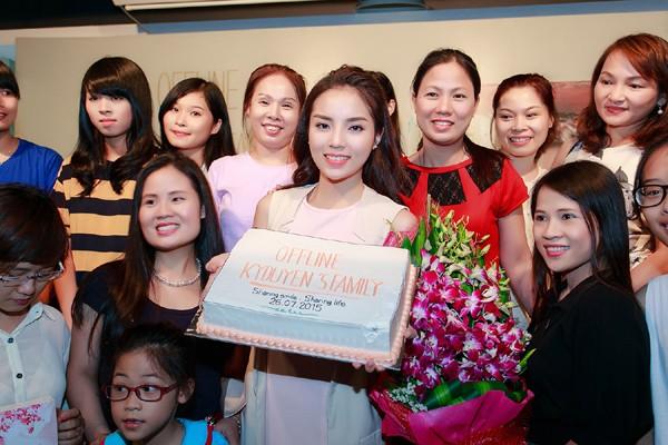 Hoa hậu Kỳ Duyên ngại ngùng trước màn tỏ tình của fan ảnh 7