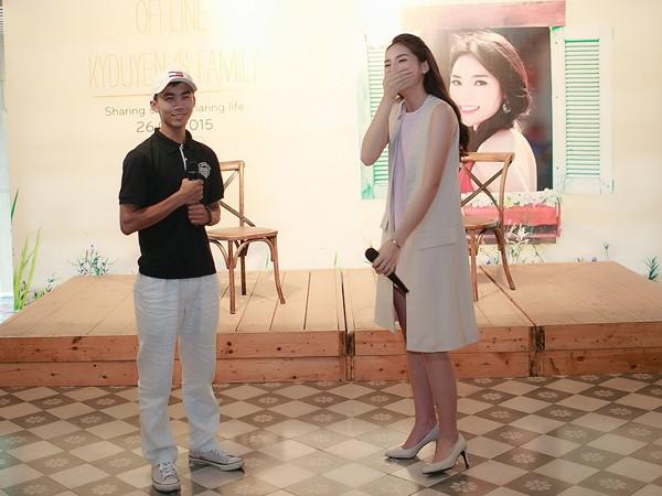 Hoa hậu Kỳ Duyên ngại ngùng trước màn tỏ tình của fan ảnh 4