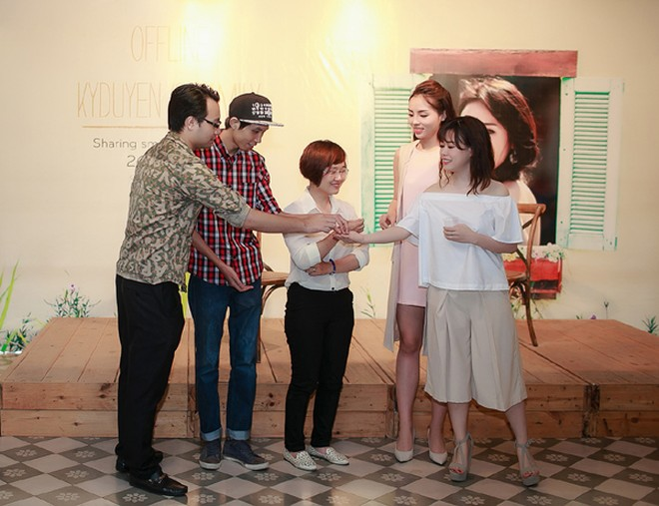 Hoa hậu Kỳ Duyên ngại ngùng trước màn tỏ tình của fan ảnh 6
