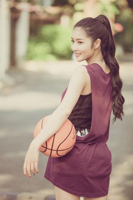 Hoa hậu Triệu Thị Hà khoe tài chơi bóng rổ ảnh 5