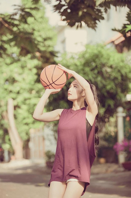 Hoa hậu Triệu Thị Hà khoe tài chơi bóng rổ ảnh 3